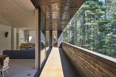 Built to Withstand Heavy Snowfall: Dashing Cabin in Sugar