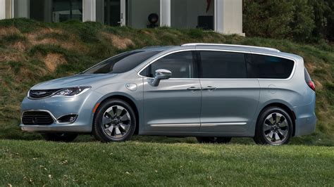 2017 Chrysler Pacifica Hybrid - Wallpapers and HD Images