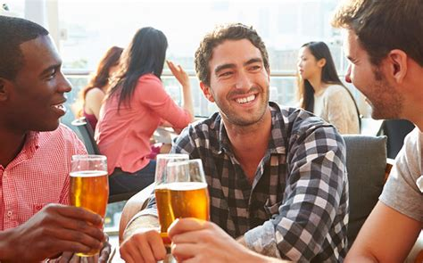 Study: Men Need Alcohol to Bond, Women Don't